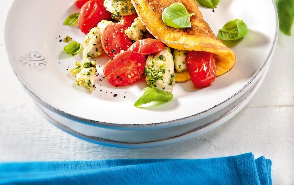 Omleta s češnjevimi paradižniki in perutnino (foto: revija Čarovnija okusa)