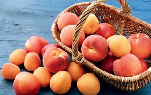 Breskve in marelice - sladki sadeži v oranžni barvi