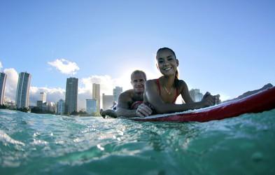 Video: Surfanje v tandemu, ki vas pusti brez besed
