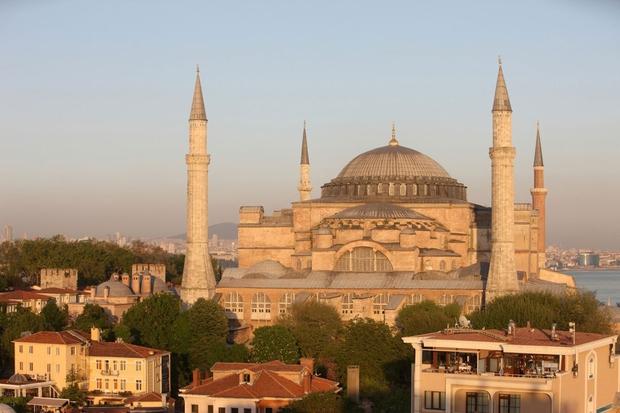 Ta biser poznoantične arhitekture, ki ga pogosto imenujejo osmo čudo sveta, je močno vplival na arhitekturo pravoslavnih in katoliških krščanskih cerkva ter tudi islamskih mošej ter je na Unescovem seznamu svetovne kulturne dediščine.