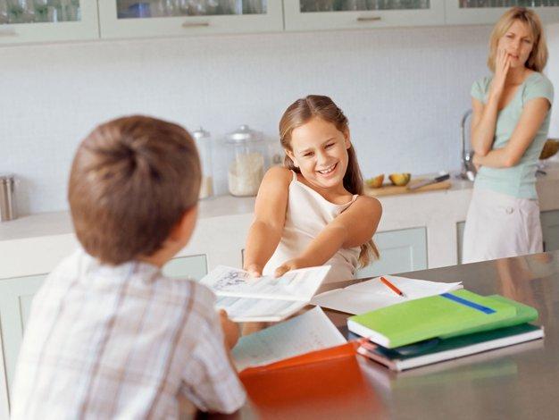 Ali lahko prekomerna skrb za šolske obveznosti vpliva na zdravje? - Foto: profimedia