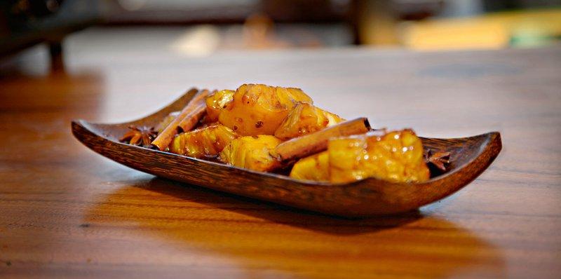 Karameliziran ananas, Kalle Kiukainen