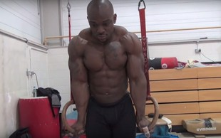 VIDEO: To se zgodi, ko se bodybuilder preizkusi v gimnastiki