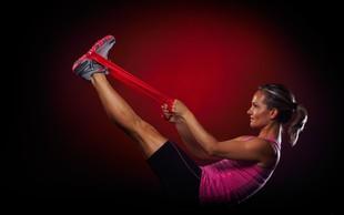 Video: Vaje z elastiko za čvrste noge in zadnjico