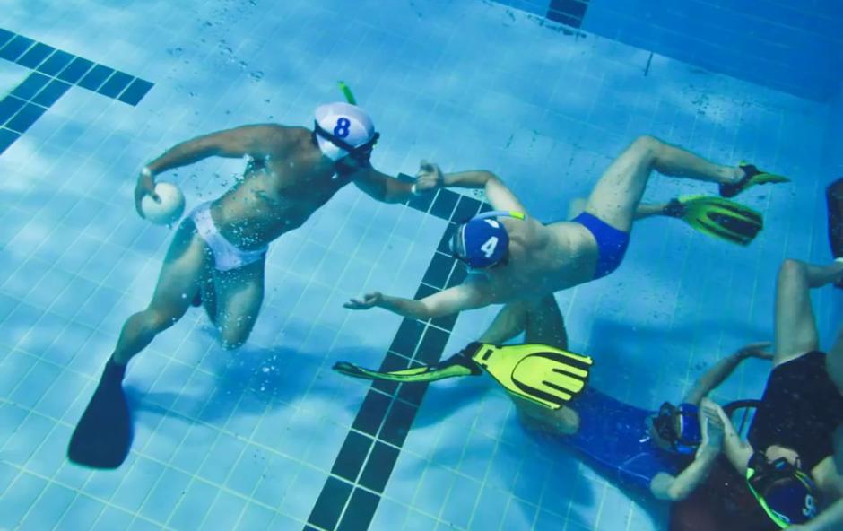 Ragbi - pod vodo (foto: YouTube)