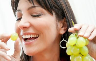 Preprosti recepti z grozdjem za zdravo in sijočo kožo