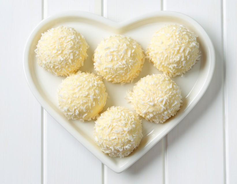 Prazničen recept: Kokosove kroglice (z zdravo kokosovo maščobo)