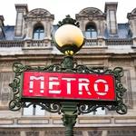 Pariški metro s 14 linijami povezuje vsak delček te večmilijonske francoske prestolnice in je pravo mesto v malem.