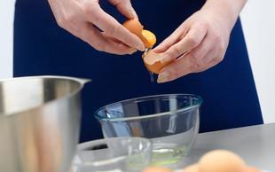 VIDEO: Super trik, kako brez prelivanja ločiti rumenjak od beljaka