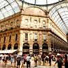 Milano slovi tudi po enem izmed najstarejših nakupovalnih centrov Galleria Vittorio Emanuele II (ime je dobila po prvem kralju združene Italije), ki je prekrita z obokanim stropom iz stekla in jekla ter s stekleno kupolo v središču.