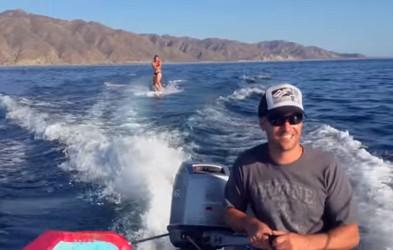 VIDEO: Deskala je na vodi, ko se je zgodilo nekaj čudovitega