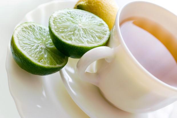 JUTRANJI NAPITEK ZA JETRA Po prebujanju in dobrem pretegovanju si pripravite čaj za čiščenje telesa. Limonov sok je močno alkalen, …