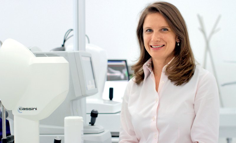 dr. Alja Črnej, subspecialistka za suho oko
