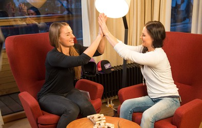 VIDEO: Anna Fenninger v pogovoru s Tino Maze o konkurenci in drugi plati kolajne