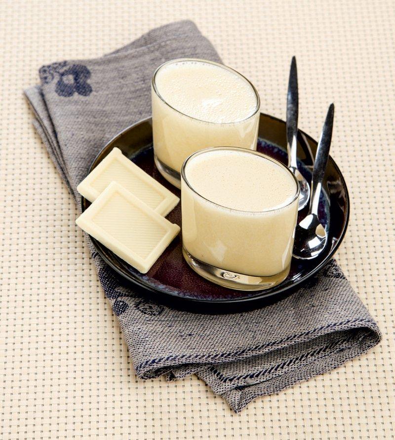 Mousse - bela čokoladna pena z rumom