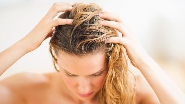 Kislo izpiranje za bleščeče in močne lase (foto: Profimedia)