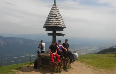 Pohodniški izziv: Navzgor, 'nad jurja', na vrh