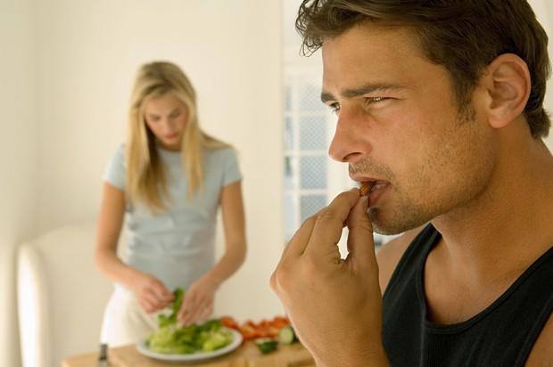1. Lahko se pojavijo težave s povišanim krvnim tlakom Veliko oreščkov je soljenih. Ker jih, tako kot ostale jedi, sol …