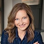 Nova urednica revije Lady, Anja Kontrec, se v družbi slovenskih zvezd dobro počuti in bralcem obljublja veliko zanimivih zgodb. (foto: Helena Kermelj, Story press)