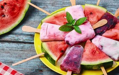 Sladke pregrehe in osvežilni napitki, ki jih lahko pripravite iz lubenice