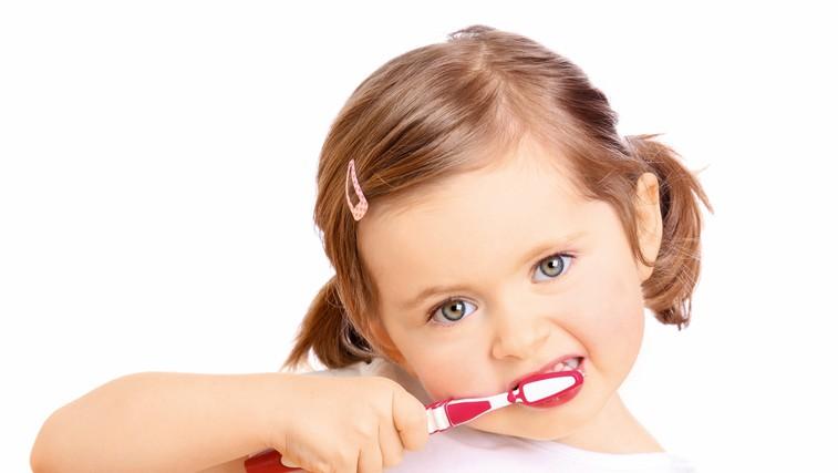 Test zobnih krem za malčke in starejše otroke: So dražje res boljše? (foto: Shutterstock)