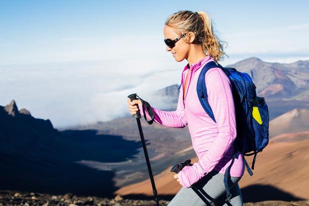 Učvrstili boste mišice nog Pri hoji seveda delajo mišice. Velja naslednje: živahnejša je hoja in večji je naklon, bolj boste …