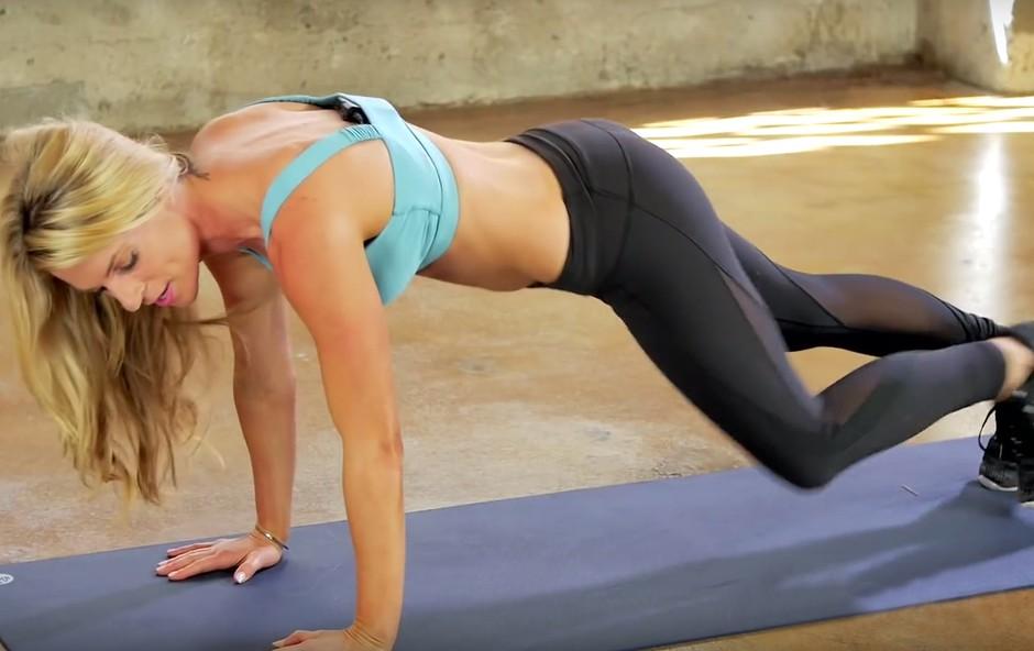 VIDEO: Okrepite in oblikujte zgornji del telesa s treningom, ki ga lahko izvajate kjerkoli (foto: YouTube)