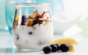 10 presenetljivih pozitivnih učinkov jogurta