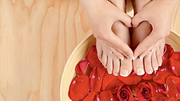 Rožna kopel za nežna stopala