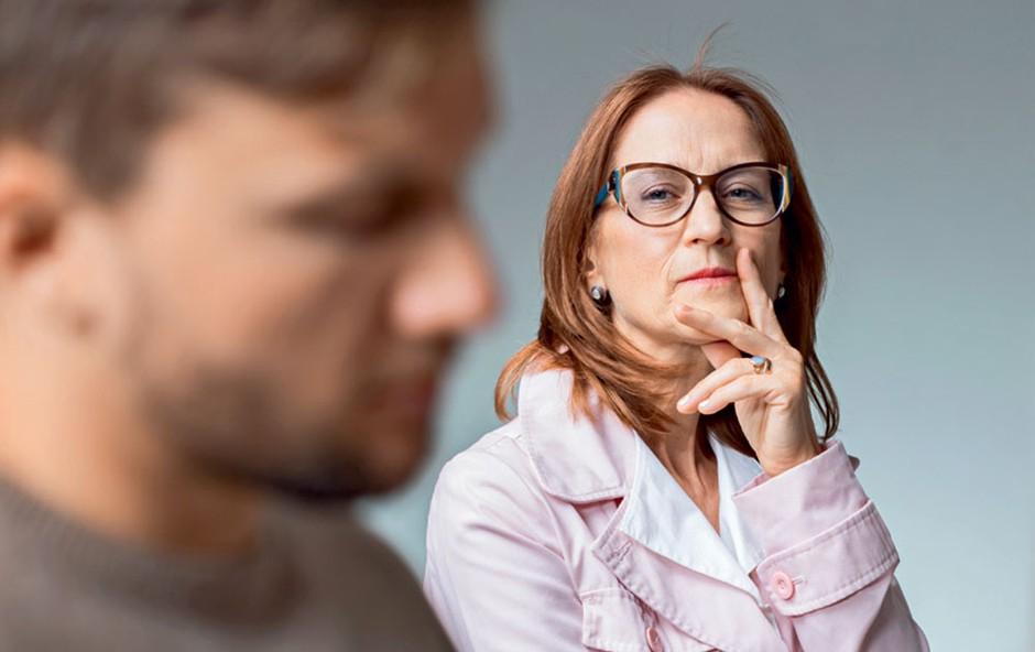 Kaj storiti, ko se drugi ljudje vmešavajo v partnerski odnos in vzgojo (foto: Profimedia)