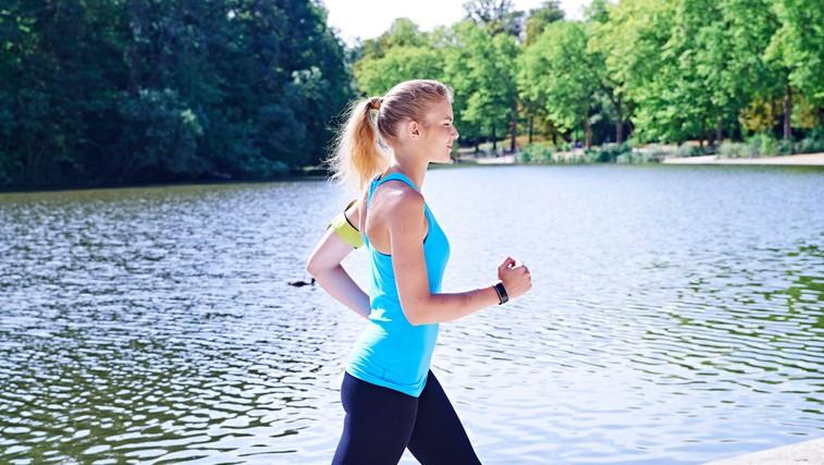Kako med hojo porabiti več kalorij (foto: Profimedia)