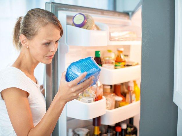 Kako poleti preprečiti zastrupitve s hrano? - Foto: Profimedia, Shutterstock.com