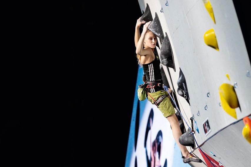 Janja Garnbret: Športna plezalka, ki je pri 17 letih zasenčila vso svetovno plezalno sceno