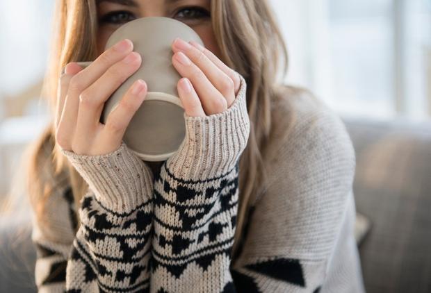 ZA ŽIVAHNOST Oba napitka vsebujeta kofein, ki nas prebudi in spodbudi izločanje hormonov sreče, poleg tega pa poviša koncentracijo kalcija …