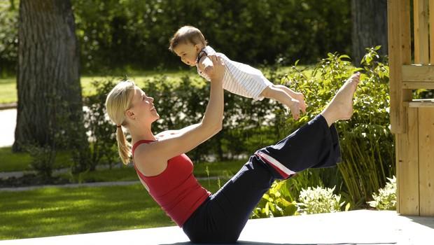 VIDEO: Mamica med pospravljanjem naredi cel trening! (foto: Profimedia)