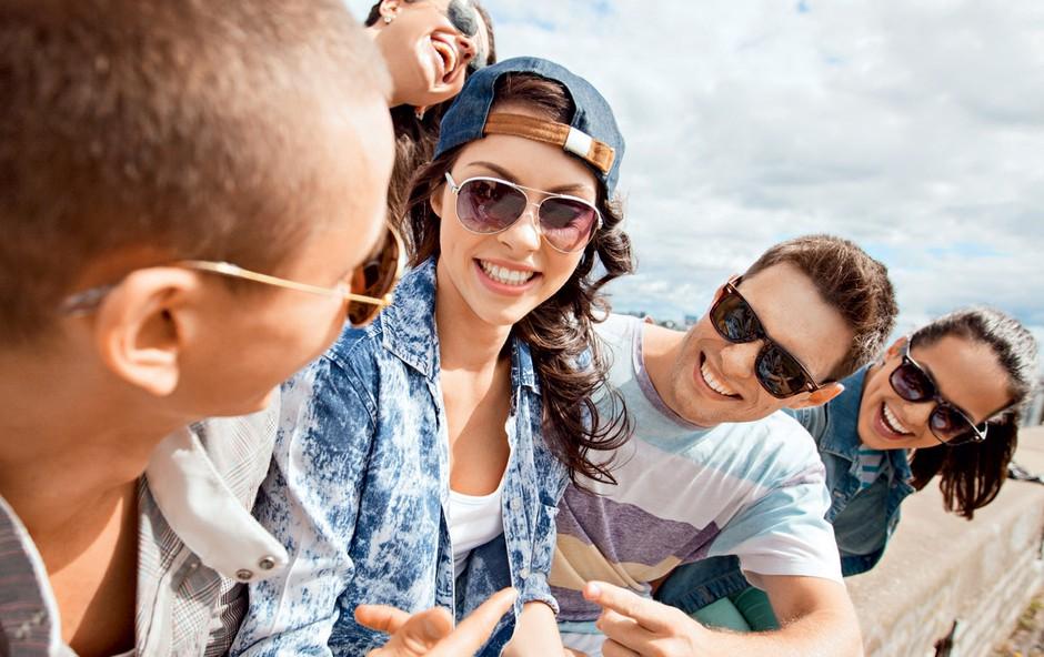 Zakaj je bolj pomembno ohraniti pristen čustveni stik z najstnikom, kot pa kar naprej godrnjati (foto: Shutterstock)