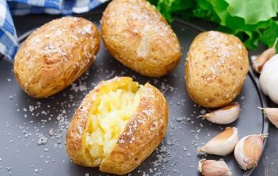 Ideja za kosilo: Pečen (in obložen) krompir v oblicah