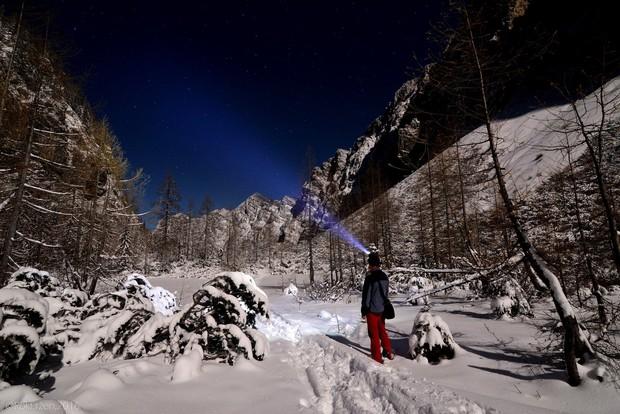 Opazovanje zvezd, utrinkov, lune, gor v mesečini in snegu...