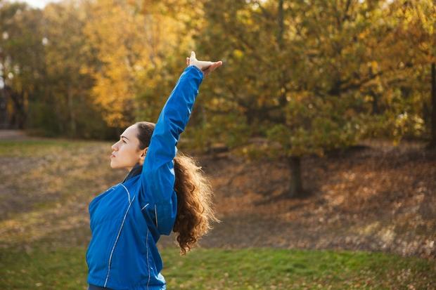 10 sekund GLAVO GOR, RAMENA NAZAJ! Manjša študija, objavljena v Health Psyhology, pravi, da vzravnana drža prežene strah in skrbi ...