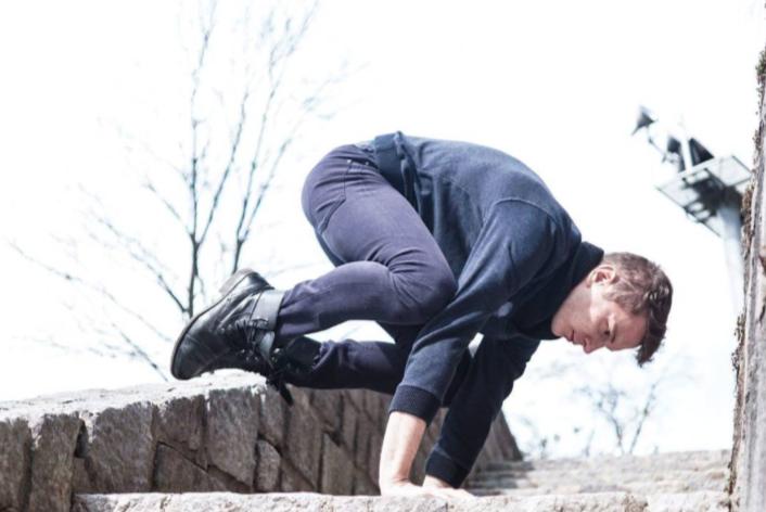 Inštruktor joge Vid Lenassi: »Kar se dogaja na blazini, je simbolična slika našega življenja.«
