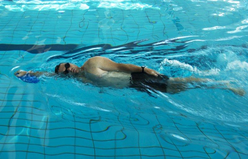 Plavanje kravl v osnovnem položaju z desko