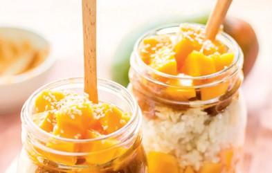 RECEPT: Mlečni riž z mangom in datljevo karamelo