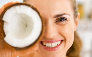 10 stvari, pri katerih ne uporabljate kokosovega olja, pa bi ga morali