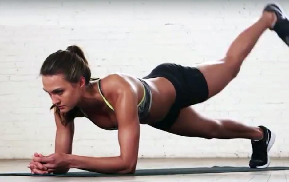 VIDEO: V 3 minutah lahko naredite odličen trening za čvrst trebuh
