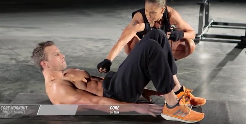 Trening doma: 10 minut za čvrste trebušne mišice