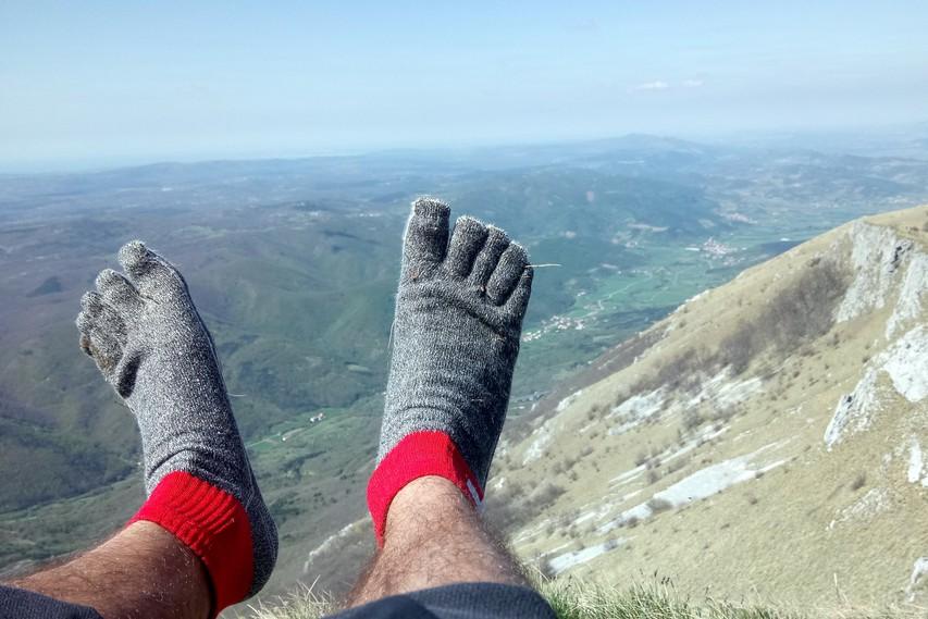 Preizkus na Nanosu: nogavice za 76 evrov namesto pohodnih čevljev