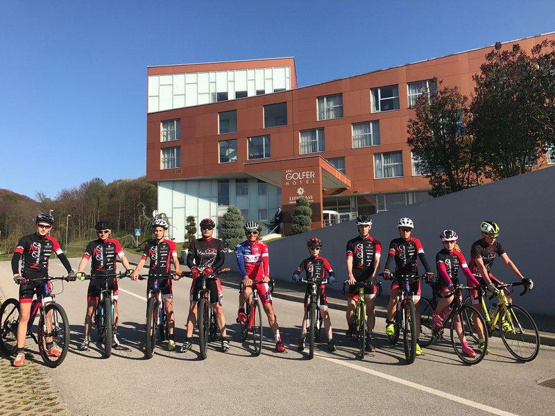 Gregor s člani kolesarskega kluba Mura Avantura