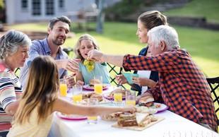 Kako preživeti družinska srečanja brez drame