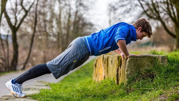 Trening, ki ga lahko naredite kjerkoli v naravi (foto: Profimedia)