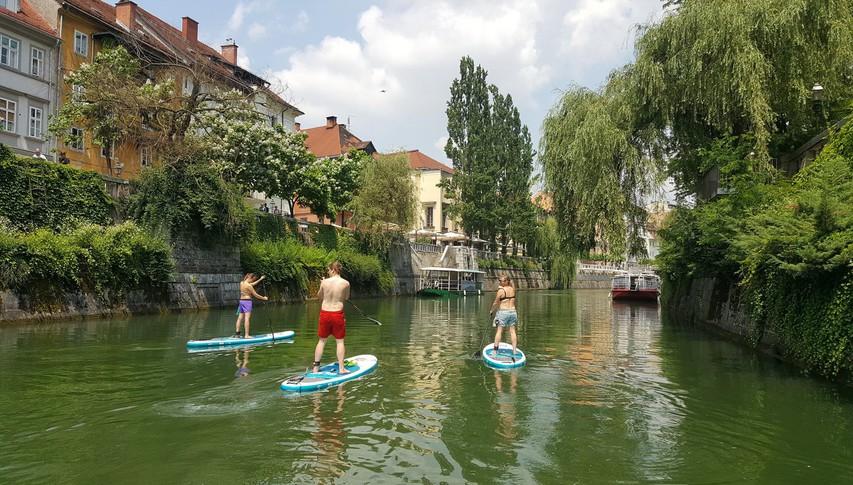 Sup ture: na deski odveslajte skozi središče Ljubljane, do Blejskega otoka ali mimo mariborskega Lenta